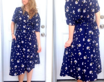 1990's Vintage Plus Size Daisy Dress by Blair Fashions in Navy and White . Large Floral Frock . 90s Vintage BBW . Waist Tie