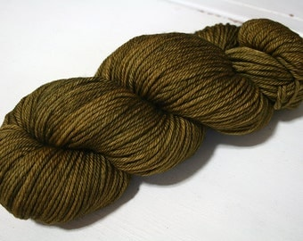 Hand Dyed Artisan Yarn, Tonal Kettle Dyed Worsted Yarn, Semisolid Simple SW Merino Wool Worsted, Green Amber colorway