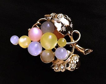 Vintage Moonglow Grapes Brooch 1950s Pink Yellow Blue Purple Beads 50s Golden Leaves with Rhinestones Retro Costume Jewelry Pin Gift Idea