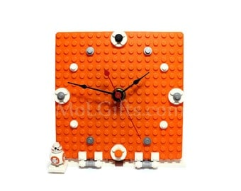 Geek Clock, made from Star Wars LEGO (r) Pieces and BB-8 Minifigure, BB-8 Clock, Star Wars Clock
