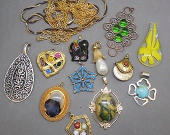 12 Retro '60s and '70s Large Pendant Necklace Lot   NP11