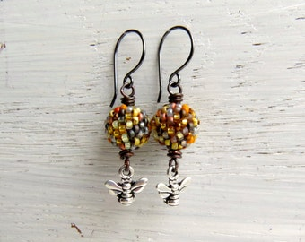 Honey Pot - handmade tawny yellow earrings featuring handwoven glass and silver-plated pewter bumblebee charms - Songbead UK, narrative