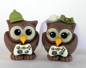 Game controller wedding cake topper, owls bride and groom playing video games, nerd geek wedding, with banner