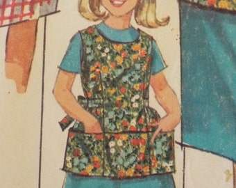 Mama's little helper loves to gather eggs Apron / Smock pattern Simplicity 6809