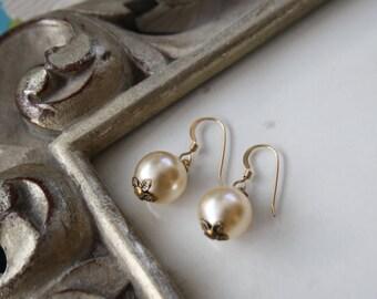 Swarovski Crystal Round Pearl Earrings & Gold Filled Earwires / Pearl Jewellery / Pearl Earrings / Champagne Pearls / I do / Love Weddings