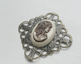 Vintage Cameo Antiqued Brass Pliable Filigree Charm Cabochon - PA1093