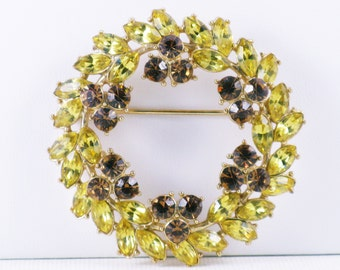 Vintage Crown Trifari Yellow and Amber Rhinestone Wreath Brooch Pin (B-4-4)