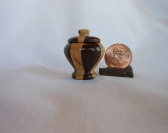 Mini #Mahogany And Maple Lidded Box  #007