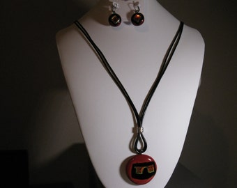 Necklace glass fused with leather cord, earrings