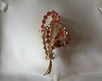 Vintage pink spray rhinestone sweet heart brooch.