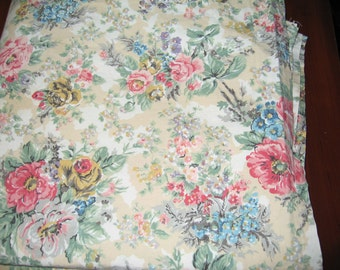 Attractive Farmhouse Tablecloth made from Vintage Ralph Lauren Sheet/Shabby Chic/Cabbage Roses