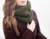 Green Infinity Scarf, Chunky Scarf, collar scarf, Knit Scarf