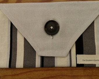 Checkbook envelope clutch