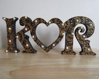 Henna/Mehndi Wooden Initial Heart Stand