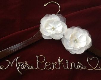 Personalized wedding hanger rose flower, Bride hanger, wedding dress hangerhttp://m.youtube.com/watch?v=j58W1WjX9Ck