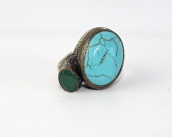 Bronze ring with Howlite stone and green crystal
