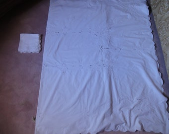 RECTANGULAR EMBROIDERED white table cloth