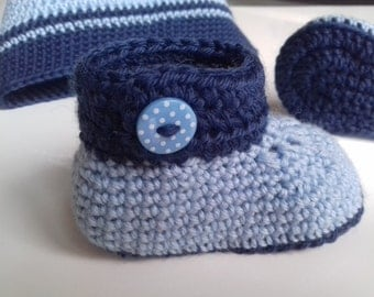 Two-tone baby hat and booties crocheted hand, size 3 months