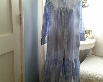 Shabby Chic Cottony & Comfortable Nightgown by Marianne for I. Magnin. Vintage