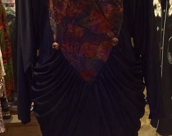 1980's new wawe dress, with shoulder pads. Size S/M.