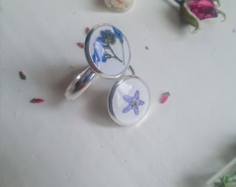Ring with violet petals
