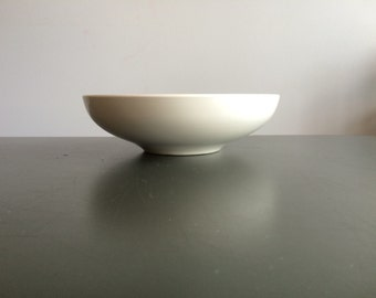 Iroquois Casual China by Russel Wright / 8 inch Vegetable Bowl in Sugar White