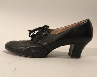 Vintage 1940s Shoes | Black Leather Oxford Heels with Cut Outs | Size 7 - 7 1/2 AA