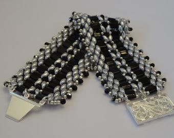 Tila Trellis : Black and Silver beaded bracelet