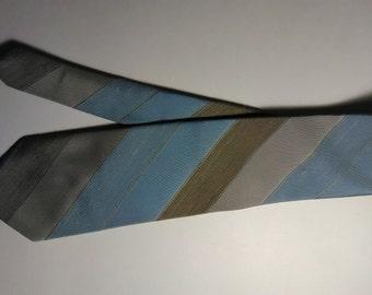 405.  Golden House necktie