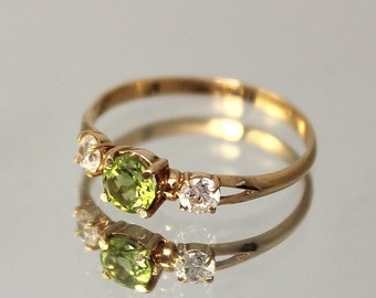 Peridot ring, Green stone ring, Peridot ring gold, Gemstone ring, Three stone ring, Birthstone ring, August birthstone