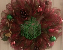 "24"" red & green geo mesh wreath"
