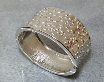 Wide silver Bangle Bracelet CA119
