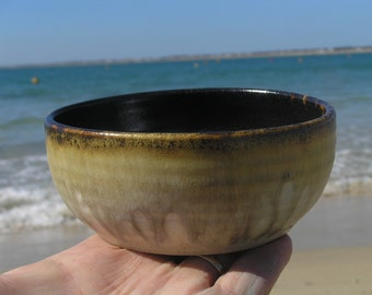 Stoneware breakfast , soup or dessert bowl