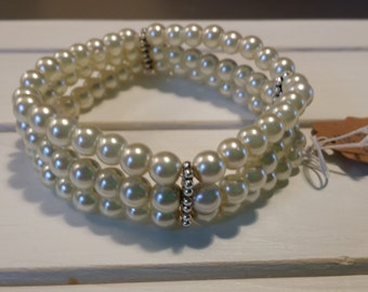 Cream Pearl Triple Stand Stretch Bracelet