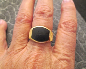 18kt. & Onyx men's ring> vintage 1970's, never worn>>size 10 only>> rugged and handsome