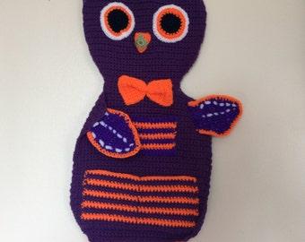 Crochet owl wall hanging