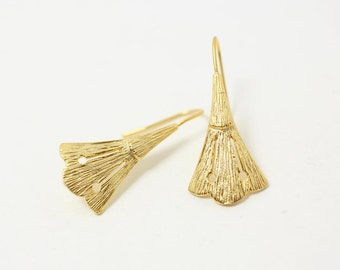 E0061/Anti-tarnished Matte Gold Plating Over Brass/Triangle Broom Earring Hook /20 x 19mm/2pcs