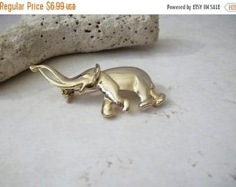 ON SALE Vintage Gold Tone Elephant Pin 92816