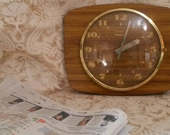 Retro Wall Clock, 1970s Clock, Trophy, Retro Clocks, Vintage Clock, Gold Face
