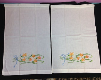 "Pair of Vintage Embroidered Linen Kitchen Dish Towels, approx. 22-23"" long"