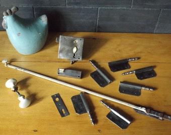 Lot of hinges handle lock lock antique / old porcelain handle / former latch / antique lock