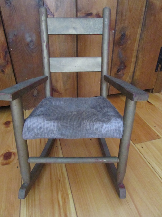 Vintage chaise bercante pour poup e vintage doll par for Chaise bercante antique