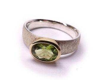 Natural Peridot Silver Ring s7.5