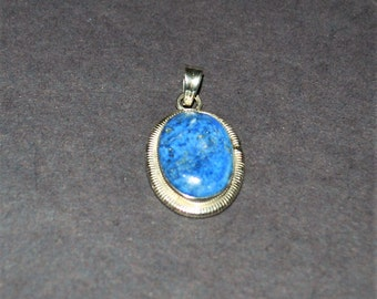 Lapis Lazuli and 925 Sterling Silver pendant, bezel mounted with a tight twist border
