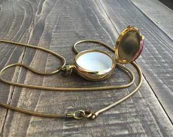 Vintage Floral detailed locket style necklace,