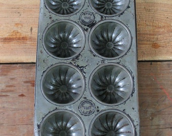 Vintage Ekco 1080 Chicago 8 Cavity Muffin Tin, Cupcake Tin, Fluted Muffin Tin, Vintage Muffin Pan, 8 Mold Fluted Muffin Pan, Farmhouse Decor