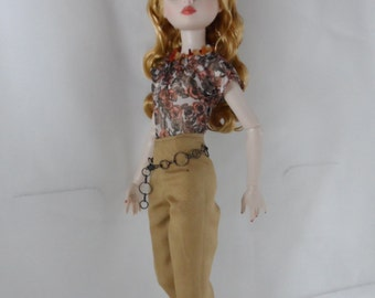 Ellowyne Wilde off shoulder floral blouse and capri pants outfit