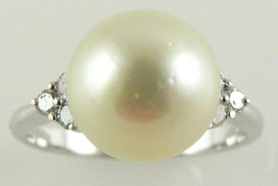 South Sea Light Golden 10.1mm Pearl Ring 18K White Gold & Diamonds 0.20ct