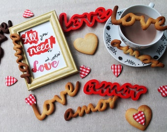 Cookie cutter with the words Love / Amor