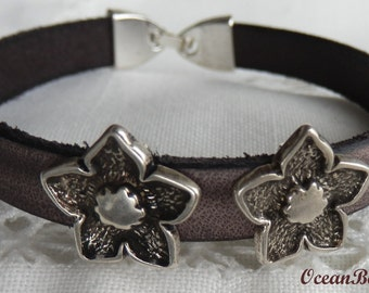 Brown Leather Bracelet with Metallic Flowers
